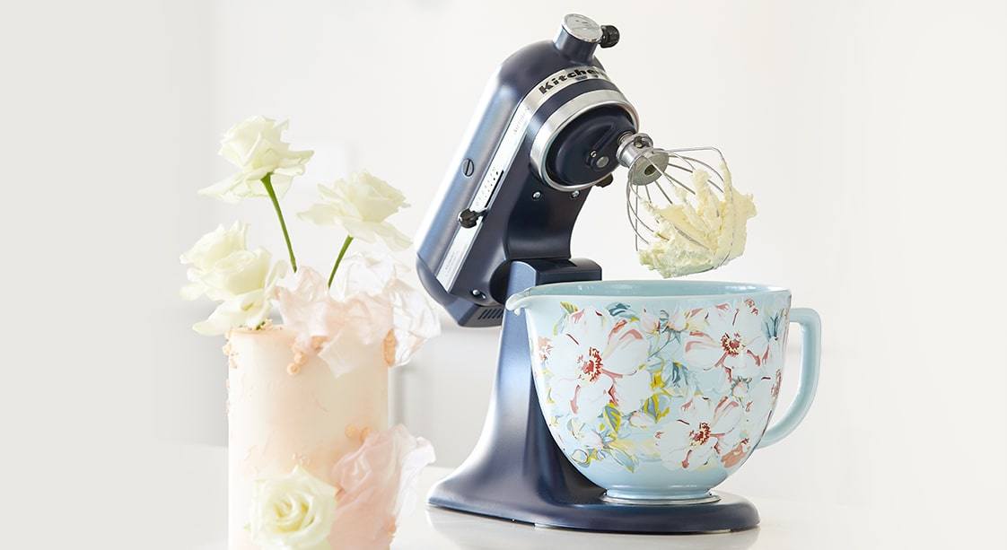 Cake Decorating Tips from Blonde Baking Mama