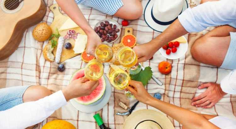 Blog-Image-Portable-Picnic-Cocktails-And-Beverages-min