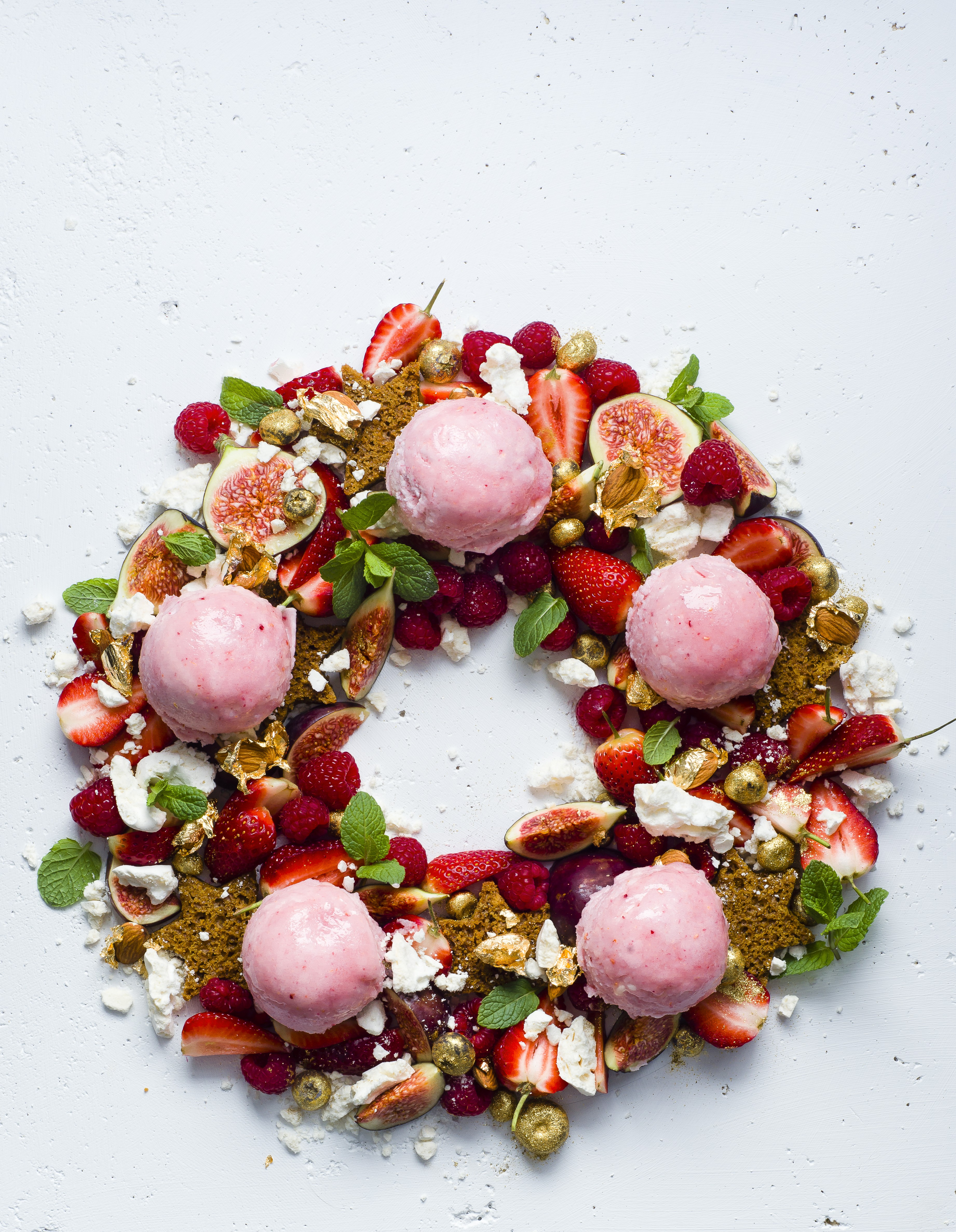Christmas dessert wreath