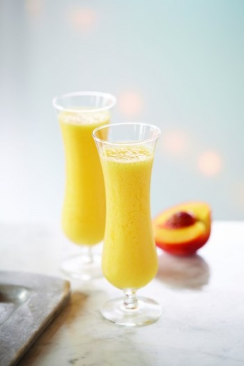 Perfect for beach parties or simply for Summer dinner by the garden, this blended smoothie-like version of the classic fuzzy navel is a must-try.